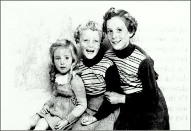 Mine 3 kusiner: Elsebeth, Karin & Inger1957